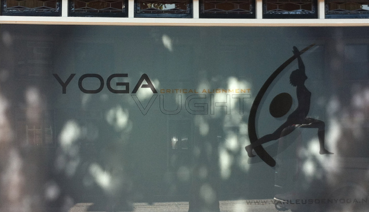 yoga vught raambestickering